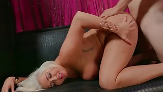 Life is a show so MILF has to hold tight when showman fucks her