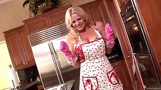 Kelly Madison loves cooking an playing with her pleasure hole