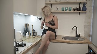 Blond housewife Jessica Best is masturbating her sex-crazy cunt spreading legs kick off
