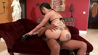 Curvy inked whore Armani Staxxx missionary pounded by a outrageous guy