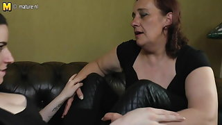 Mature aunty fucked by young lesbian daughter