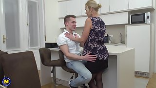 Mature blonde housewife Molly Maracas seduced increased by fucked a younger guy