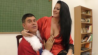 Plump MILF slut Anissa Jolie rides a big hard cock on the brink