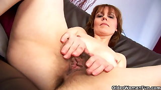 Matured mom spreads her hairy pussy