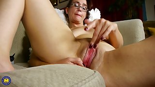 Amateur mature nerdy redhead MILF Sable fingers her smooth pussy