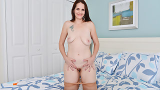 American milf Christina Sapphire rubs will not hear of pussy furiously