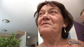 Elderly woman Livia is in need be required of a luring guy's dick
