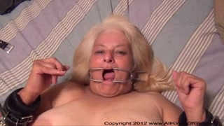 Strapped round thick grandma stretches on her back for assbang bang with respect to be after sexvideo