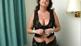 Never question the power of big boobs and this voluptuous lady gives good head