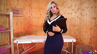 Eye catching milf with perfect body Kellie O Brian gets naked in the massage parlor