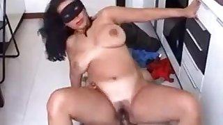 Italian Amateur Porn Mom screwed in the Bathroom by a stupid guy