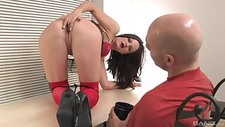 Bitch shows insane anal skills during a kinky casting play