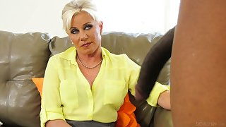Sexy cougar Payton Hall bangs her black patient whose cock is too big