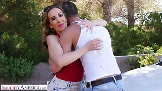 Richelle Ryan pays for the car repair service with her pussy